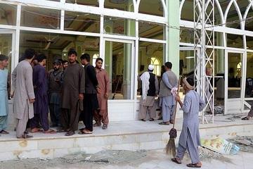 Cận cảnh vụ tấn công khủng bố 'táo tợn' ở nhà thờ Hồi giáo Shiite ở Afghanistan