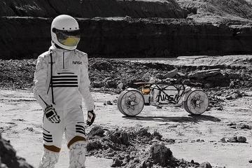 Phi hành gia điều khiển 'siêu mô tô' lái xe trên Mặt trăng?