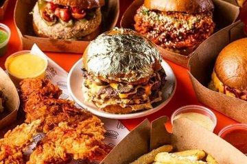 Bánh burger phủ lá vàng có giá 12 USD 'gây bão' ở Ấn Độ