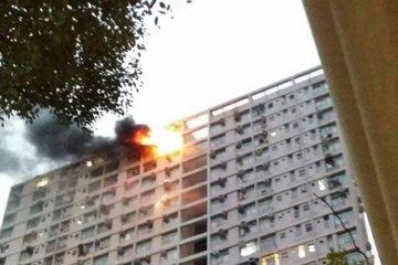 Thanh niên nhanh trí chữa cháy cho hàng xóm vắng nhà