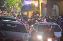 Hồ Tây đông nghẹt người đi chơi đêm 20/10, xe máy, ô tô tắc cứng nhiều giờ