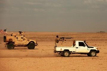 Tên lửa và UAV tấn công cùng lúc căn cứ quân sự Mỹ ở Syria trong đêm