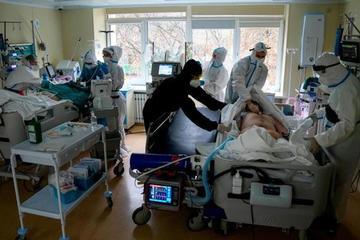 Nga: Người trên 60 tuổi chưa tiêm vắc xin Covid-19 phải ở trong nhà 4 tháng