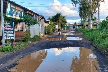 Đắk Lắk: Nhiều tuyến đường xuống cấp 'giăng bẫy' người đi đường