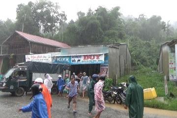 Quảng Nam: Sạt lở ở huyện miền núi Nam Trà My, nhiều hộ dân phải sơ tán gấp