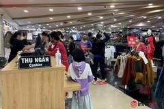 Hà Nội: Hàng thời trang chỉ vài nơi đông khách, mở cửa chỉ để... ngắm phố