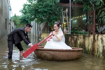 Độc đáo đám cưới rước dâu bằng thuyền thúng ở Quảng Ngãi