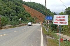 Vết nứt kéo dài 100m dọc sườn núi, nguy cơ rủi ro trên QL 15A