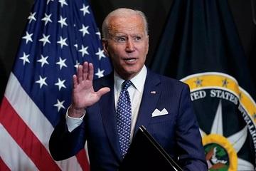 Ông Biden 'quên' đeo khẩu trang khi tiếp xúc công chúng