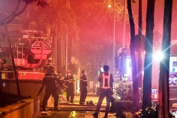 Hỏa hoạn ở tòa nhà M Plaza lúc đêm muộn