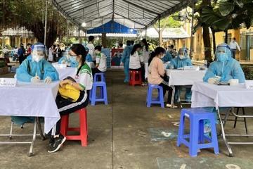 Tiêm vắc xin Covid-19 cho trẻ cần tránh 'hội chứng ngất dây chuyền'